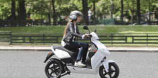 des scooters en libre service à Paris