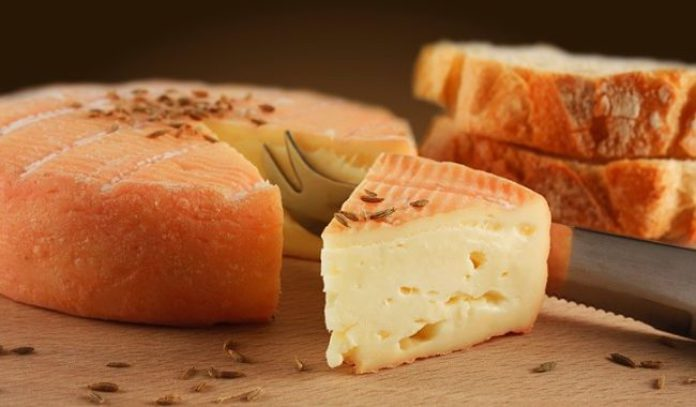 fromage à croûte orangée